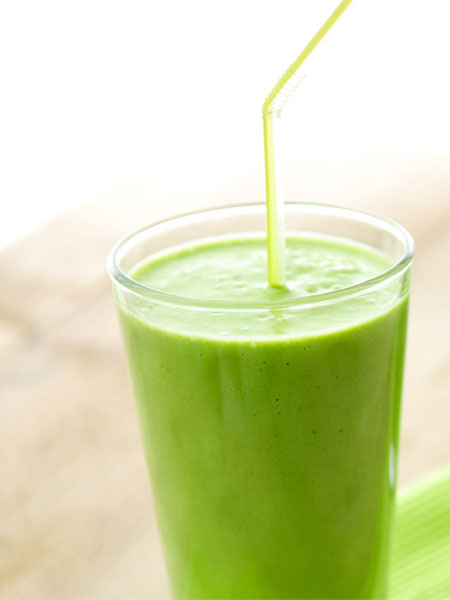 Groene smoothie avocado, spinazie en banaan. Goed voor je haar!